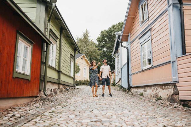 Paseando por el barrio antiguo de la ciudad de Porvo