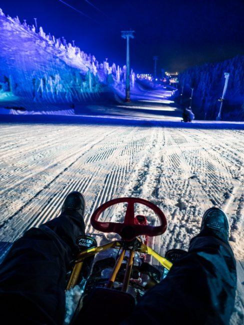 Preparado para lanzarse en trineo por una de las pistas de la estación de esquí de Ruka