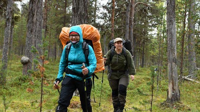 Excursionistas en el Área Natural de Vätsäri
