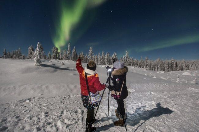 Alrededor del lago Inari hay muchos rincones donde poder disfrutar de la Aurora Boreal