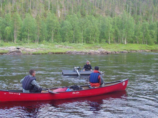 Durante el descenso del río Ivalojoki, encuentro con un buscador de oro