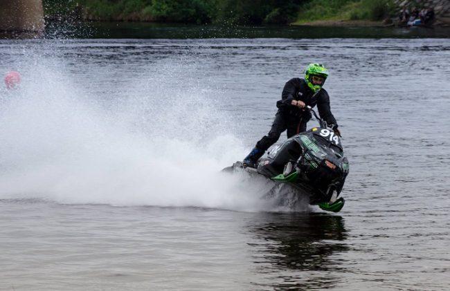 El Watercross es una competición que se celebra durante La Semana de Inari-Inariviikot en-verano