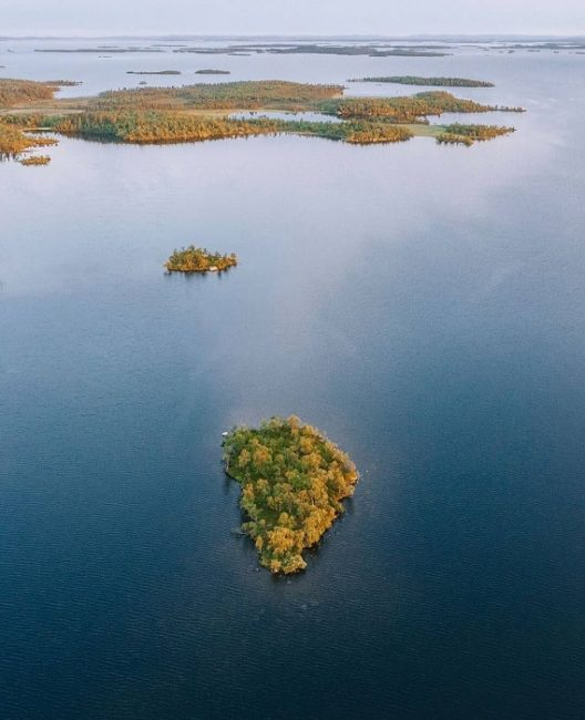 El lago Inari es el tercer lago más grande de Finlandia y en él hay más de 3.300 islas