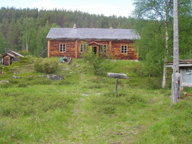 """La base de los buscadores de oro """"Kultala"""" a pocos metros del río Ivalojoki"""