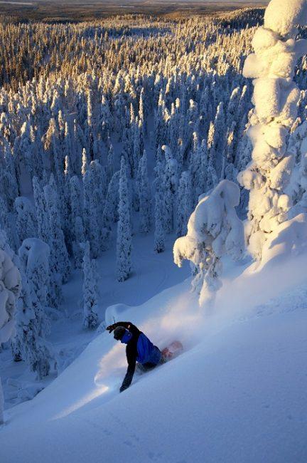 En la estación de esquí de Ruka en Laponia hay buenos descensos fuera de pista