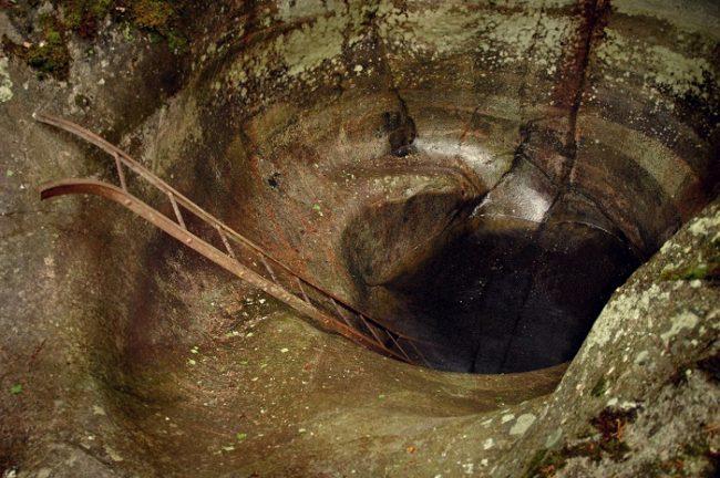 Una de las marmitas gigantes de Askola en Finlandia
