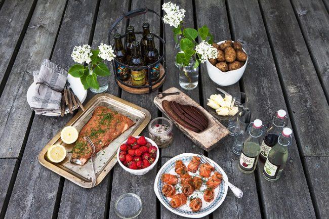 Delicias de las islas Åland con licor sidra y cerveza local
