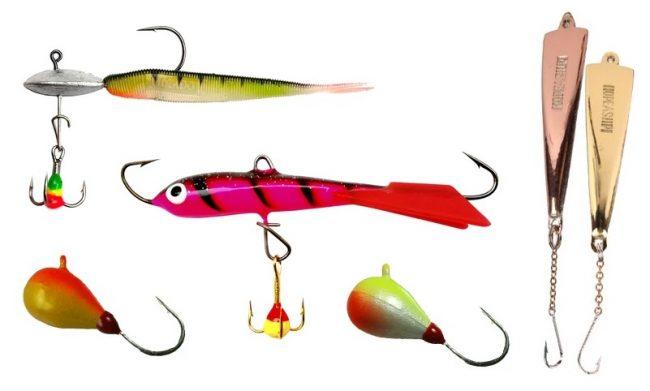 Diferentes tipos de anzuelos que se utilizan para la pesca en el hielo