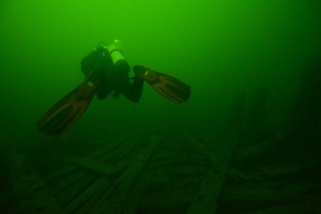 Submarinista en el Parque Nacional del Archipiélago de Ekenäs