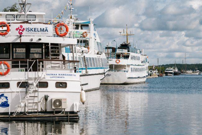 Barcos amarrados en algún puerto del lago Saimaa