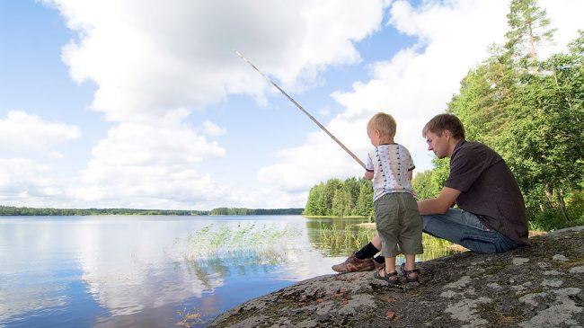 Pescando en algún lugar del Parque Nacional de Linnansaari