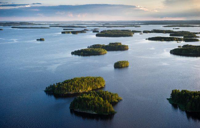 Vista aérea del lago Kallavesi en Kuopio