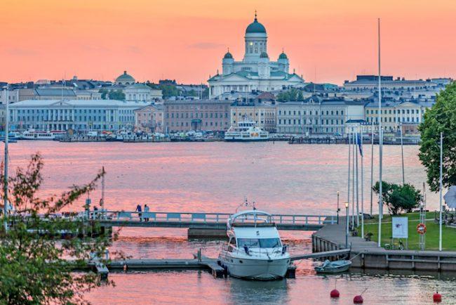 Detalle de la ciudad de Helsinki y su catedral