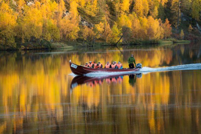 Excursión con barca en el Parque Nacional de Lemmenjoki