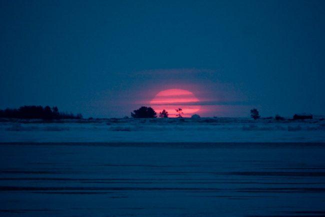 Amanecer en el archipiélago de Kvarken un día de invierno
