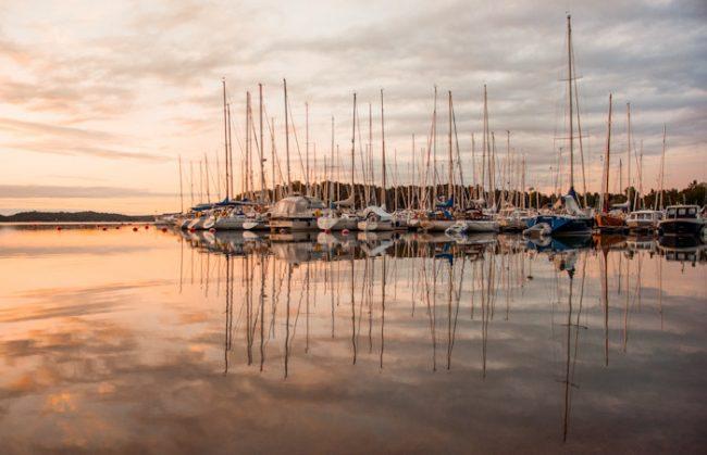 Atardecer en uno de los puertos deportivos de la ciudad de Turku