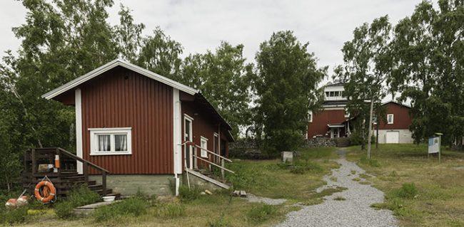 El antiguo centro de naturaleza de Mikkelinsaaret hoy en día se ofrece como alojamiento